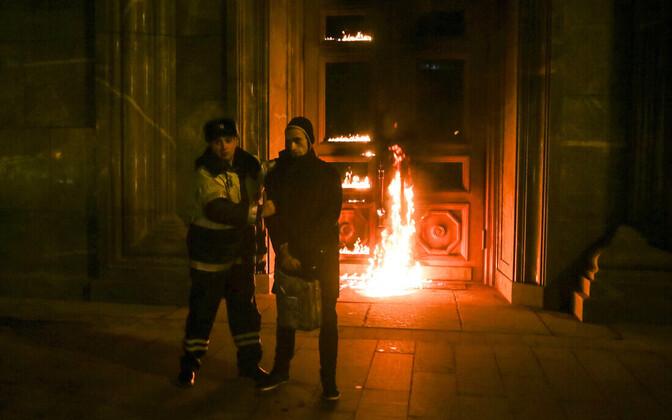 Kunstnik Pjotor Pavlenski võeti kinni FSB ukse süütamise eest