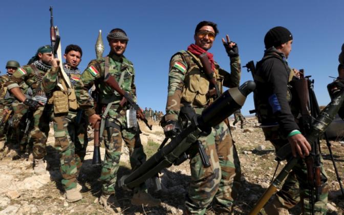 Бойцы курдского ополчения в освобожденном от ИГ районе Синджар в Ираке, 13.11.2015.