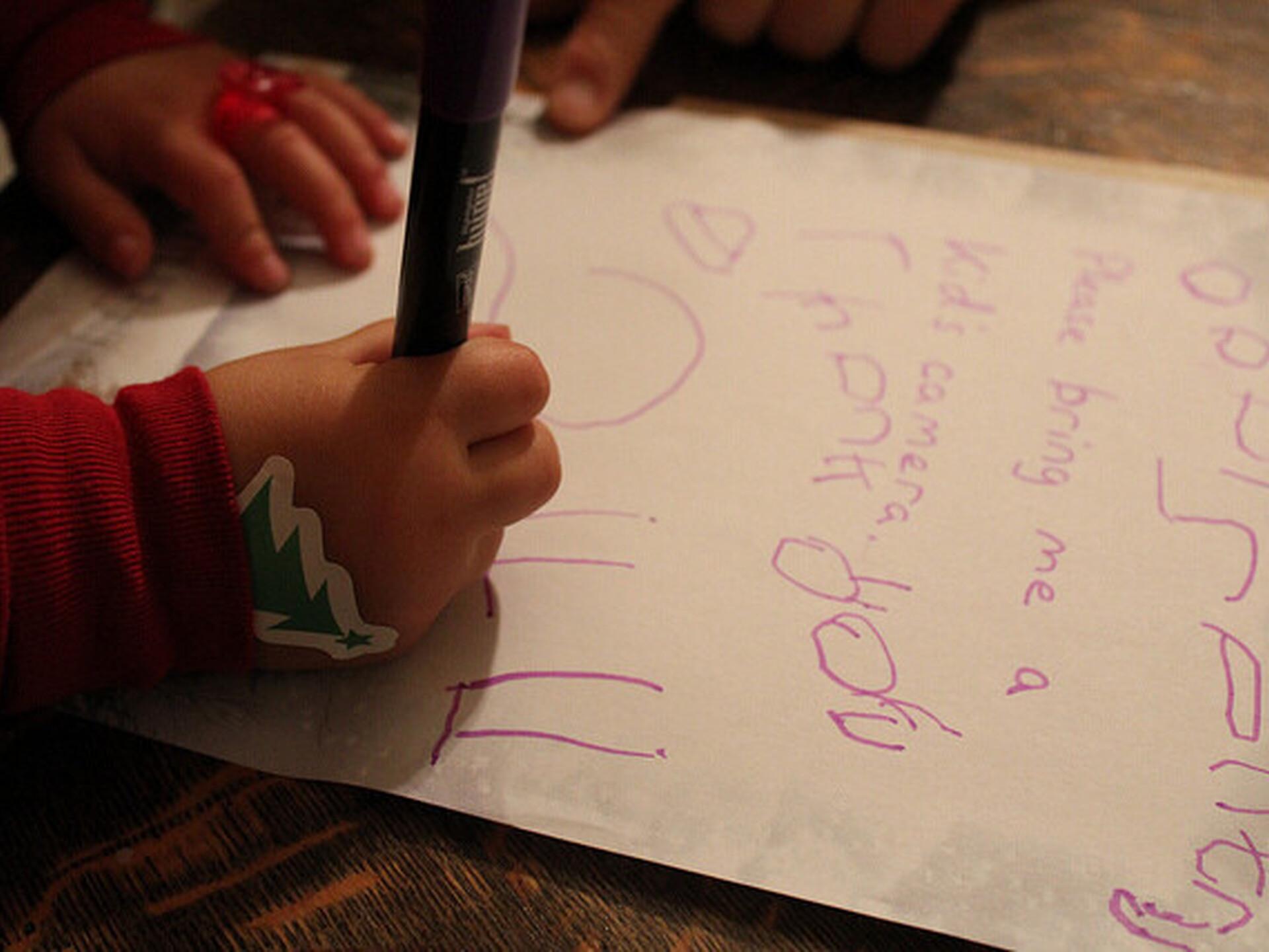 05052be597d Kuidas arendada lapse kõnet ja lugemisoskust: paras aeg on alustada  jõuluvanale kirja kirjutamisega | Haridus | ERR
