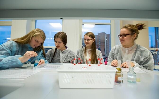 Keemia on üks kolmest valdkonnast, mille tundmist Euroopa koolinoorte loodusteaduste olümpiaadil vaja läheb.