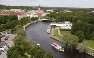 Vaade Emajõeäärsele Tartu kesklinnale. Tulevane tselluloositehas jääks aga linnast välja.