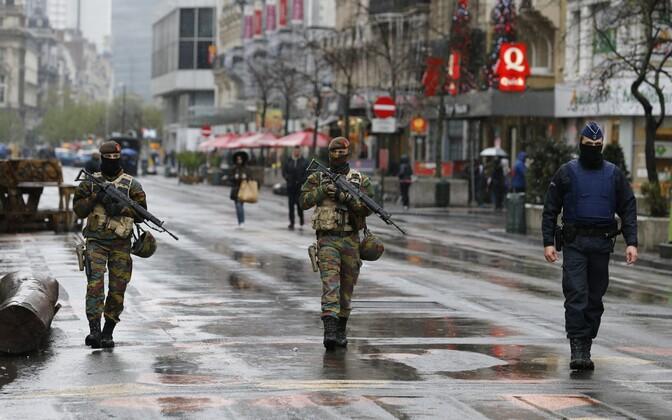 Belgia sõdurid ja politseinik 2015. aastal Brüsseli kesklinnas.