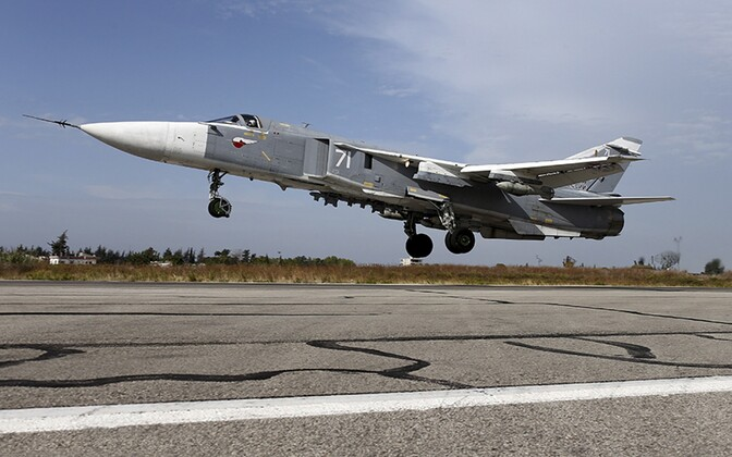 Su-24 ründelennuk Latakia lähistel Hmeymimi õhuväebaasis.