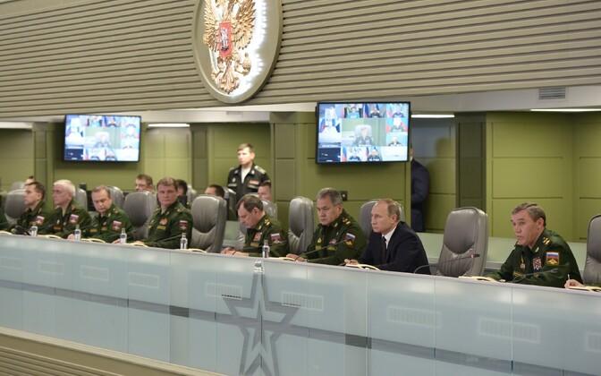 Venemaa riigipea Vladimir Putin jälgimas Vene õhujõudude operatsiooni Süürias