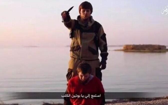 ISIS väidetavat Vene spiooni hukkamas, nuga hoiab käes Venemaalt pärit võitleja hüüdnimega Dzihaadi-Tolik.