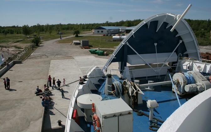 Parvlaev Scania 2006. aastal Mõntu sadamas.