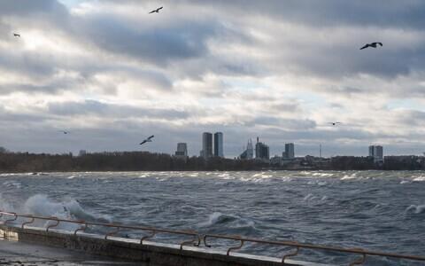 Высота волны может достигать 3 метра.