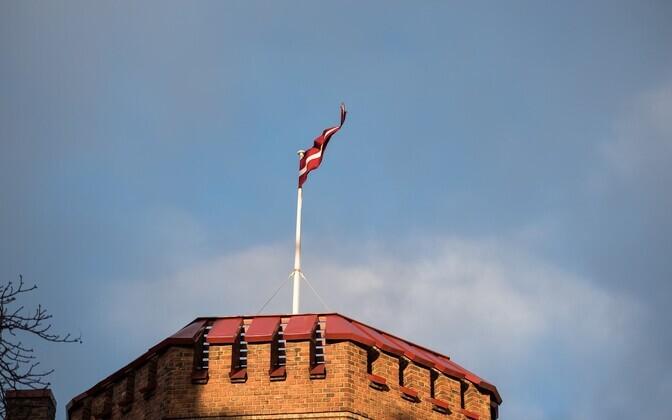 Läti lipp.