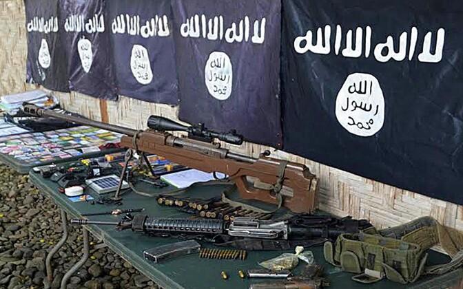 ISIS-e lipud ja relvad.