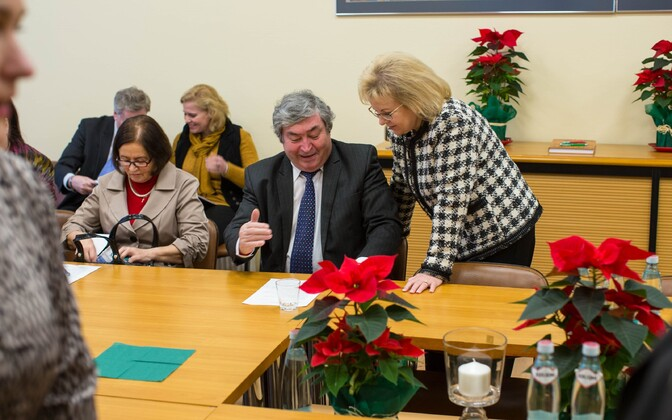 Борис Слепиковский (в центре) пойдет на выборы отдельно от списка ОЛПЭ.