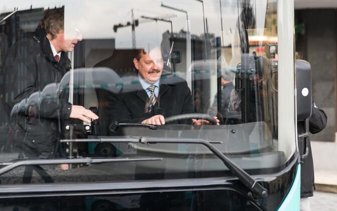 Taavi Aas linnaliini bussi roolis.