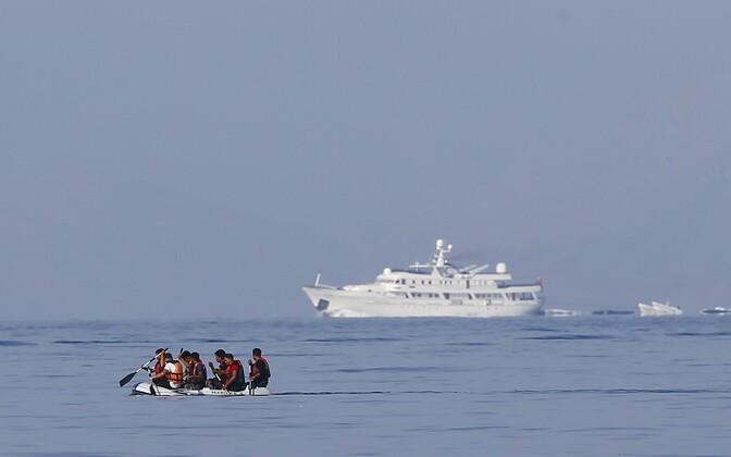 Migrandid paadiga Türgist Kreekasse Kosi saarele suundumas.