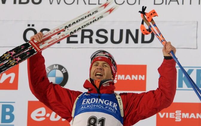 Ole Einar Björndalen talle edu toonud suusapaariga.