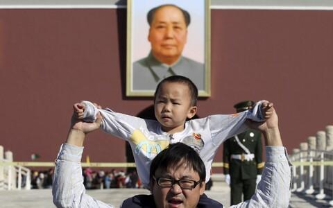 Hiina pereisa oma pojaga. Foto on illustratiivne.