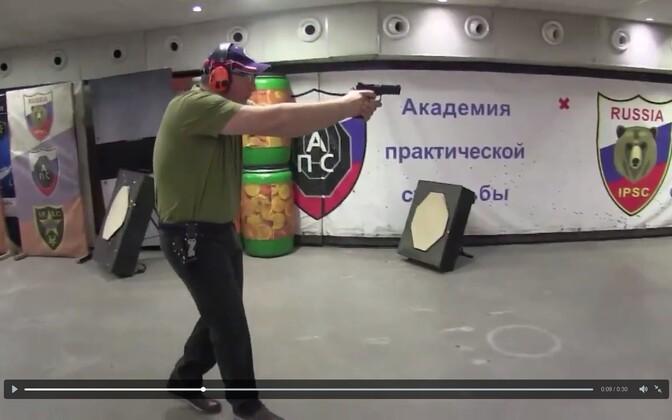 Asepeaminister Rogozin lasketiirus