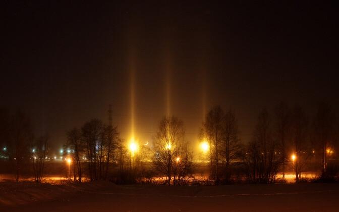 Taolisi valgussambaid tekitavad atmosfääris aeglaselt langevad jääkristallid.