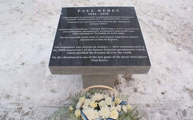 Paul Kerese mäletustahvlil esineb kirjavigu.