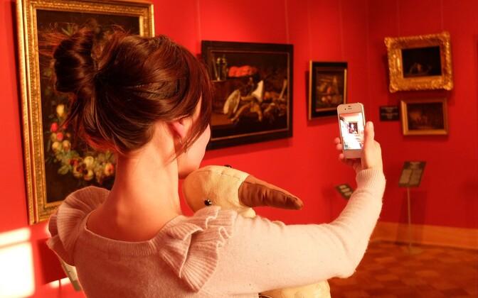 Kadrioru kunstimuuseum kutsub ennast näitusel pildistama