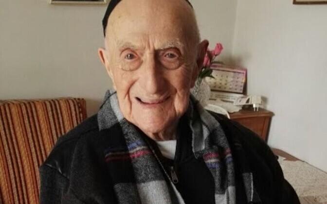 Исраэль Кристал пережил Освенцим.