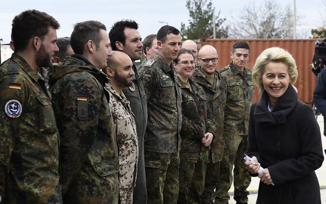 Saksa sõdurid ja kaitseminister Ursula von der Leyen