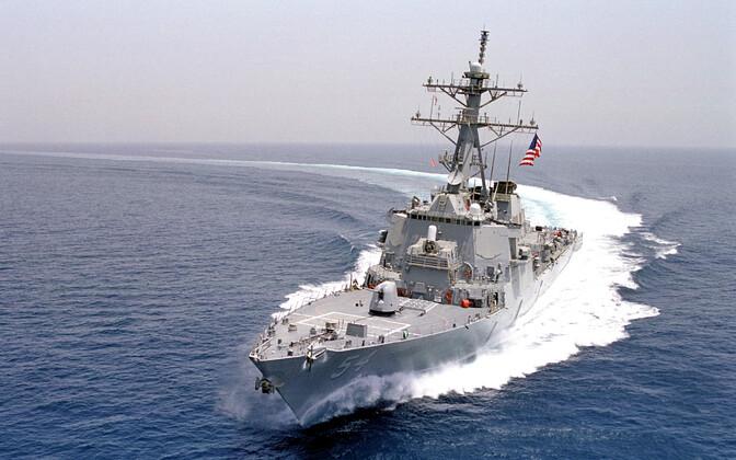 USS Wilbur läbisõidul Lõuna-Hiina mere saare vetest.