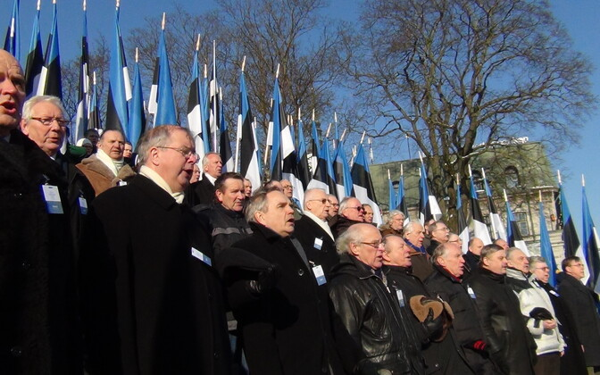 Eesti meestelaulu seltsi laulumehed vabadussamba juures