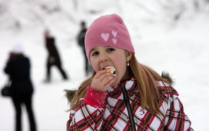 Vastlapäeval tuleb süüa vastlakuklit ja nautida talverõõme
