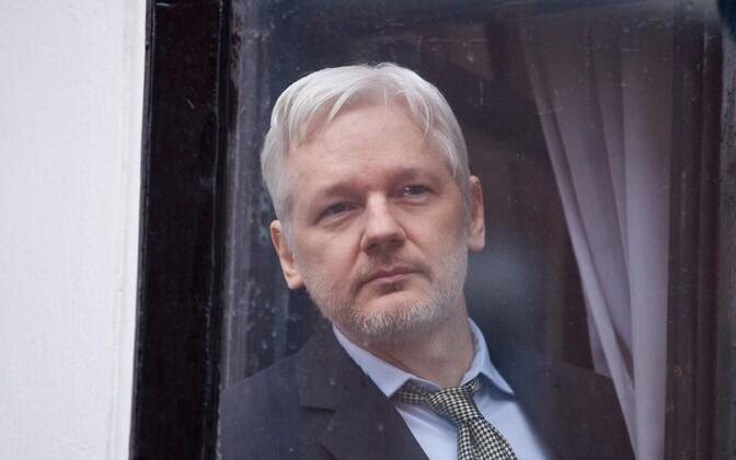 Julian Assange Londonis Ecuadori saatkonnas.