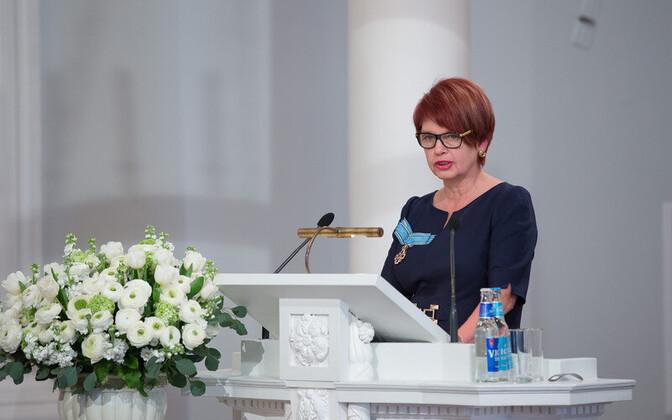 Professor Irja Lutsar Tartu ülikool aulas Eesti Vabariigi 98. aastapäeva kontsertaktusel.