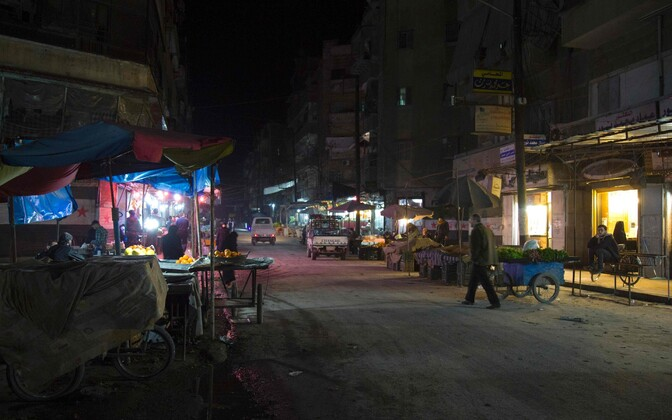 Aleppo mõni tund enne vaherahu kehtima hakkamist.