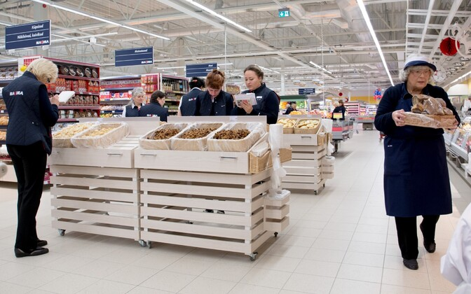 Just as needed: Employees of a supermarket in Tallinn