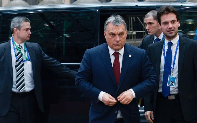 Ungari peaminister Viktor Orban (keskel) esmaspäeval Brüsselis