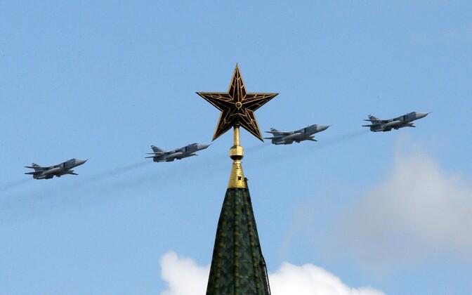 Vene sõjalennukid üle Kremli lendamas.