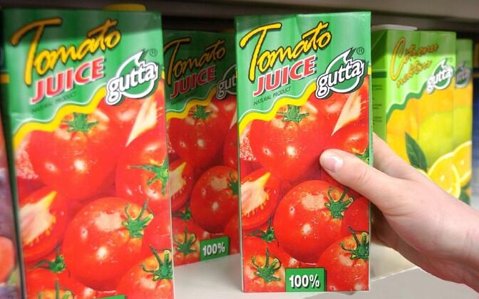 Gutta tomato juice on a supermarket shelf in Pärnu.