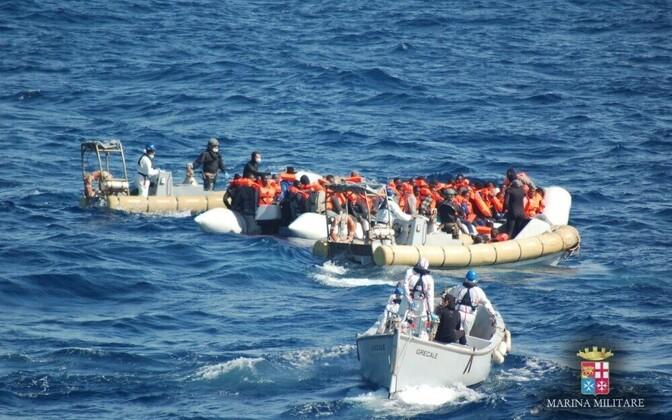 Беженцы в Средиземном море.