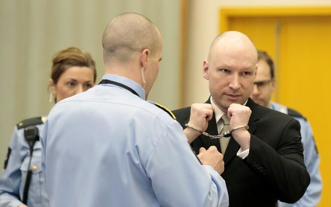 Anders Behring Breivik 16. märtsil kohtu ees