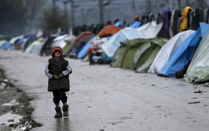 Pagulaslaps Idomeni lähistel asuvas pagulaslaagris.