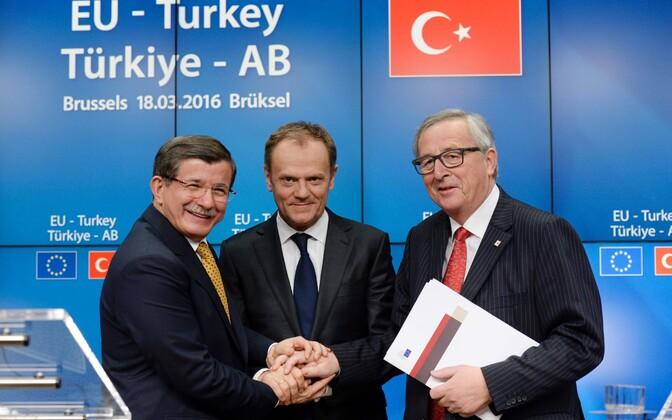 Türgi peaminister Ahmet Davutoglu, Euroopa Ülemkogu alaline eesistuja Donald Tusk ja Euroopa Komisjoni president Jean-Claude Juncker