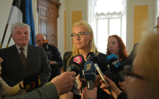 MP Kadri Simson (Center)
