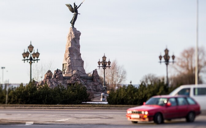 Ristmik Russalka monumendi juures