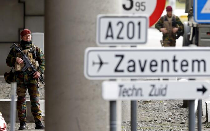 Belgia sõdur Bürsseli Zaventemi lennujaama sissepääsu juures.