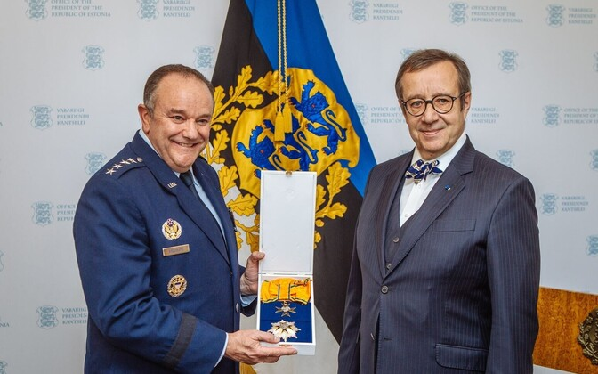 President Ilves bestowed Gen. Philip M. Breedlove with the Estonian Order of the Cross of the Eagle, 1st Class today, March 29, 2016.