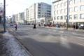 Narva mnt 25 Tallinna Ülikooli ees olev reguleerimata ülekäigurada on ohtlik, kuna selles kohas on suur liiklustihedus. Ristmikul on toimunud korduvalt liiklusõnnetusi. Samas kohas on bussi- ja trammipeatused. Ala vajab tõsist liikluskorralduslikku regule