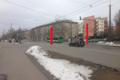 Kari, Madala, Sitsi ja Sõle tänavate ristumik, Põhja Tallinna piirkonnas. Jalakäijad ületavad sõidutee Sitsi tänavalt otse Kari tänavale vales kohas. Ülekäiguradade teekattemärgistus on kulunud.