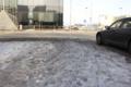 Jalakäijad lähevad pidevalt Ahtri tn Arhitektuuri muuseumi tagant üle tee sadamasse. Pildil on näha lumel ja jääl sisse käidud rada sadama suunas üle Ahtri tänava, kus on tegelikult jalakäijate liiklemine tõkestatud. Sarnane koht on ka Mere pst tulevate j