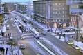 A. Laikmaa, Narva mnt ja Hobujaama tänavate ristmik on jalakäijatele keeruline koht, liiklusetipptundidel on rahvahulk väga suur. Alal asub ületama reguleeritud ülekäiguradasid. Kohati ei mahu inimesed ära ohutusseaartele, joostakse keelava fooritulega tr