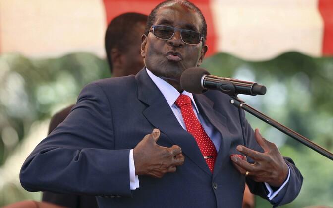 Mugabe valitsuspartei poliitbüroo koosolekul kõnet pidamas, 2016. aasta veebruar.