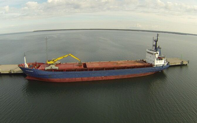 Cargo ship in the Saaremaa deep water port. There are currently no large cargo vessels sailing under the Estonian flag, a situation the new bill aims to change.