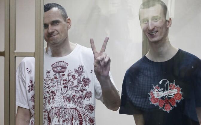 Oleg Sentsov ja Oleksandr Koltšenko 25. augustil süüdi mõistvat kohtuotsust kuulamas.
