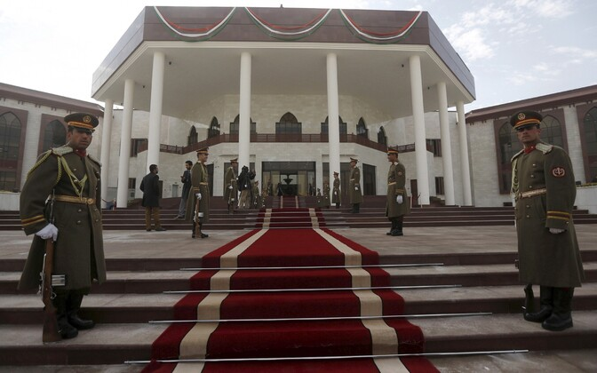 Auvahtkond Afganistani parlamendi ees